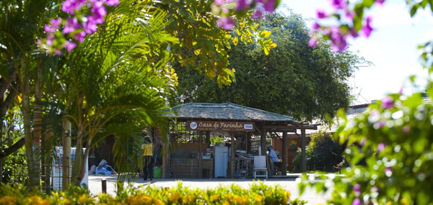 Funcionamento do comércio terá horário  ampliado a partir de segunda-feira (5), em Praia do Forte