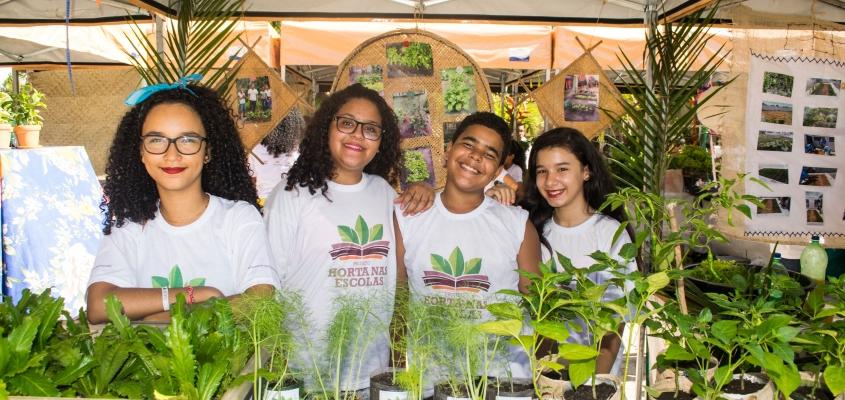 Projeto Horta nas Escolas realiza 3ª Feira Orgânica em Praia do Forte